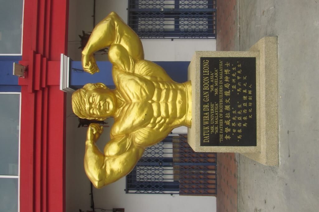 China Town boasted it's usual fun quirks, including this famous Melakan strong man tribute.